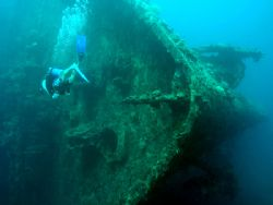 Bow of Toa Maru 2 . D70 on manual settings by Karl Svendsen